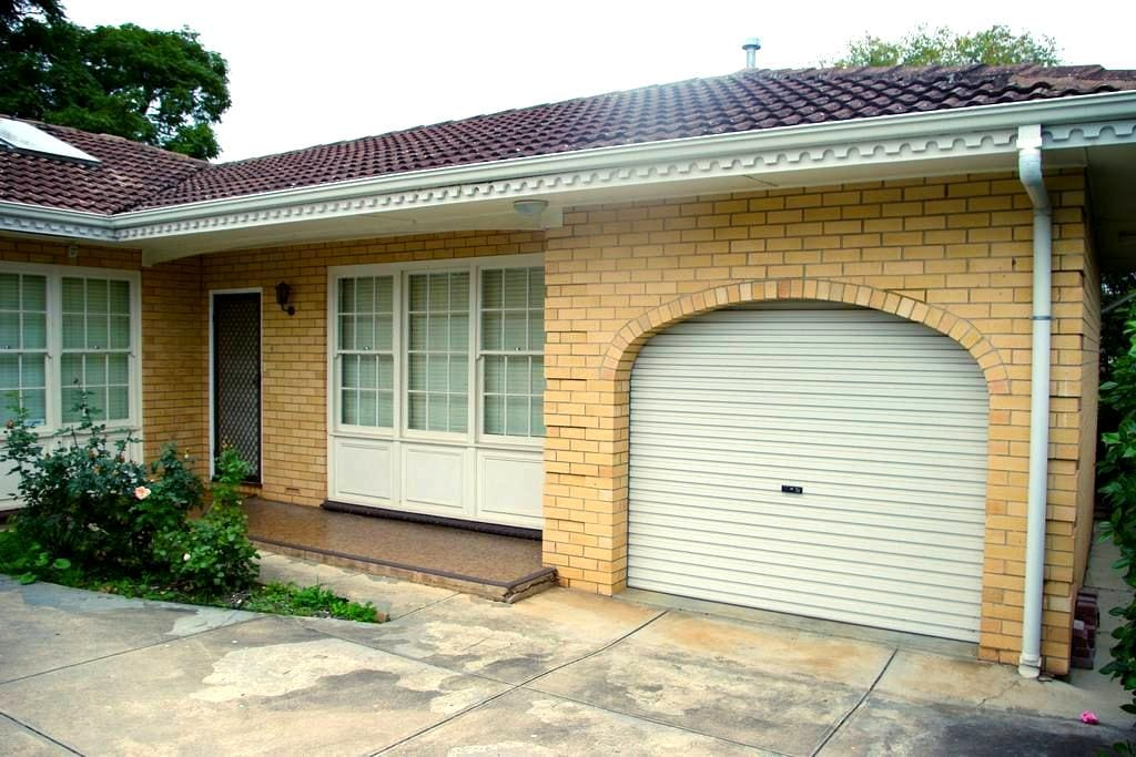 Adelaide Eastern Suburbs Apartment - Kensington Gardens - Apartment