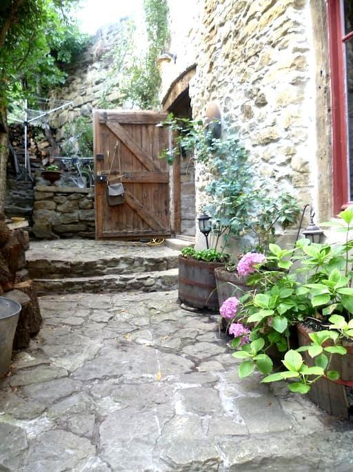 Converted Barn/Artist Studio w/pool - Bouriège