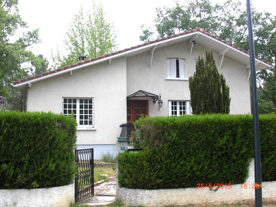 PACO - Luxey - บ้าน
