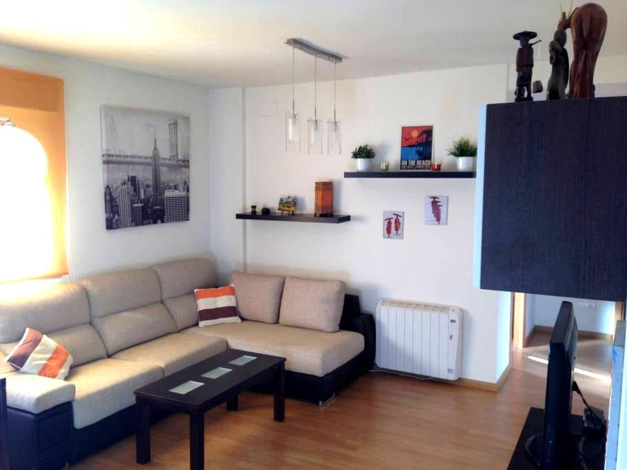 Gorgeous apartament,pool and garage - Alhendín