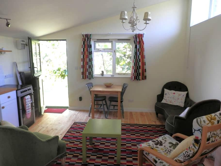 Self-contained clifftop studio - Charmouth