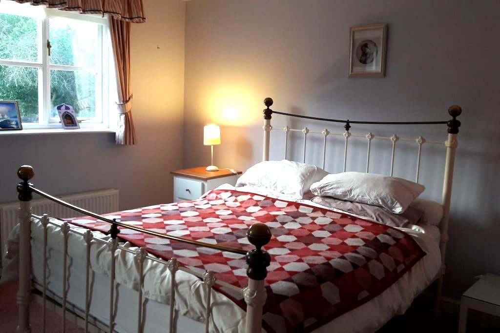 Spacious en-suite at country retreat - walkers - Builth Wells - House
