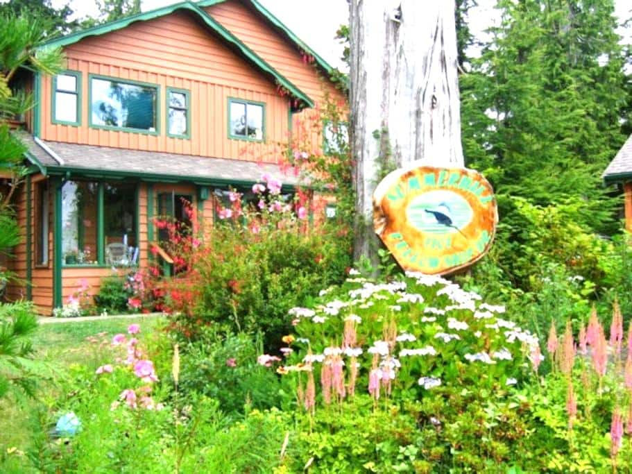 Summerhill Guest House: Rose Room - Tofino - Apartment