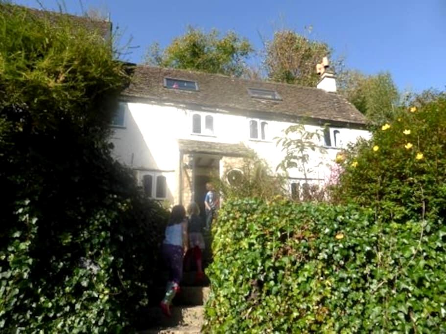 Cottage in Ruskin Mill Vicinity - Horsley - Hus