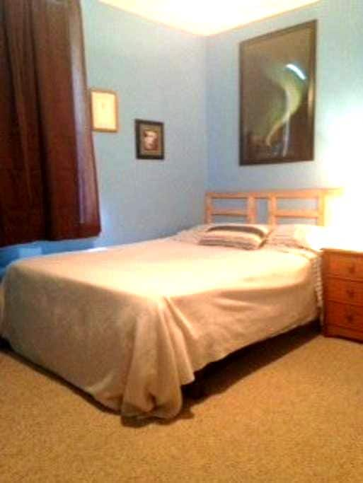2 Bedrooms Near Philly For Groups of 2 - 5 Guests - Woodbury - Stadswoning