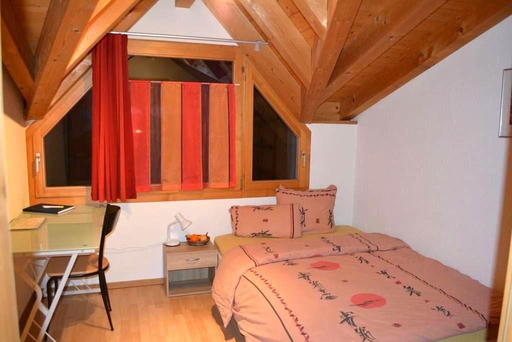 Charmantes Zimmer - Matten bei Interlaken - Hus