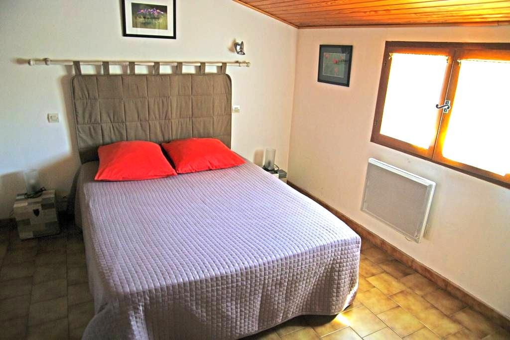 Jolie chambre et sdb privées à Alès - Alès - Dom