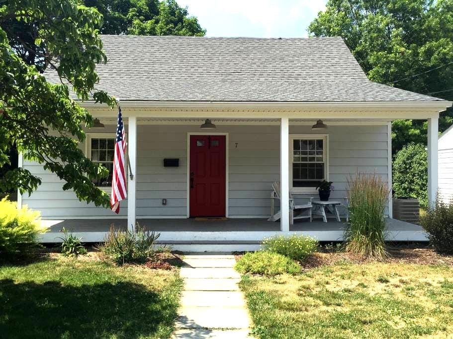 Charming Cape Cod Village Home - Cold Spring - House