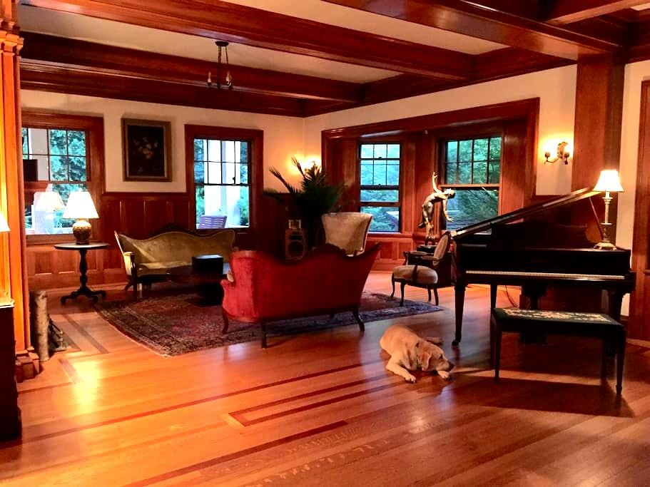 """Historic Berkshire """"Cottage"""" The Arden Room - Pittsfield"""