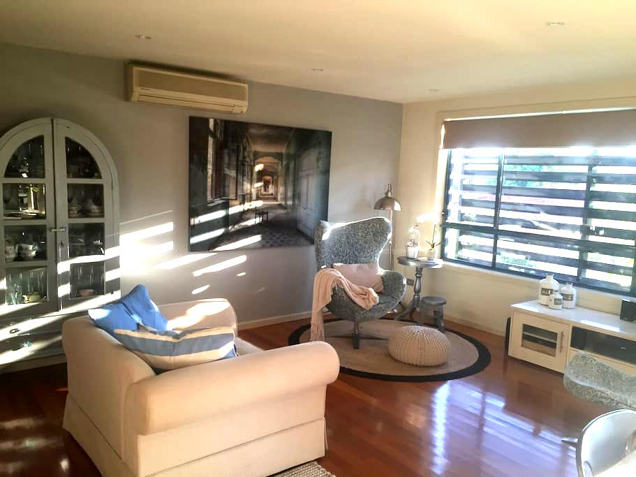 Large Central Apartment with private entrance - Warners Bay