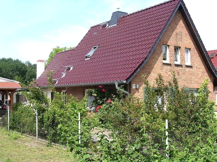Ferien im idyllischen Bungalow - Feldberger Seenlandschaft - Casa