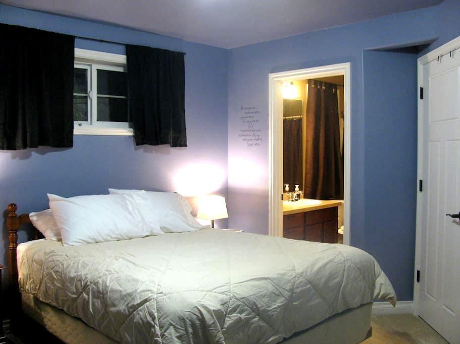 Our Corner Inn - Lynnwood - Bed & Breakfast