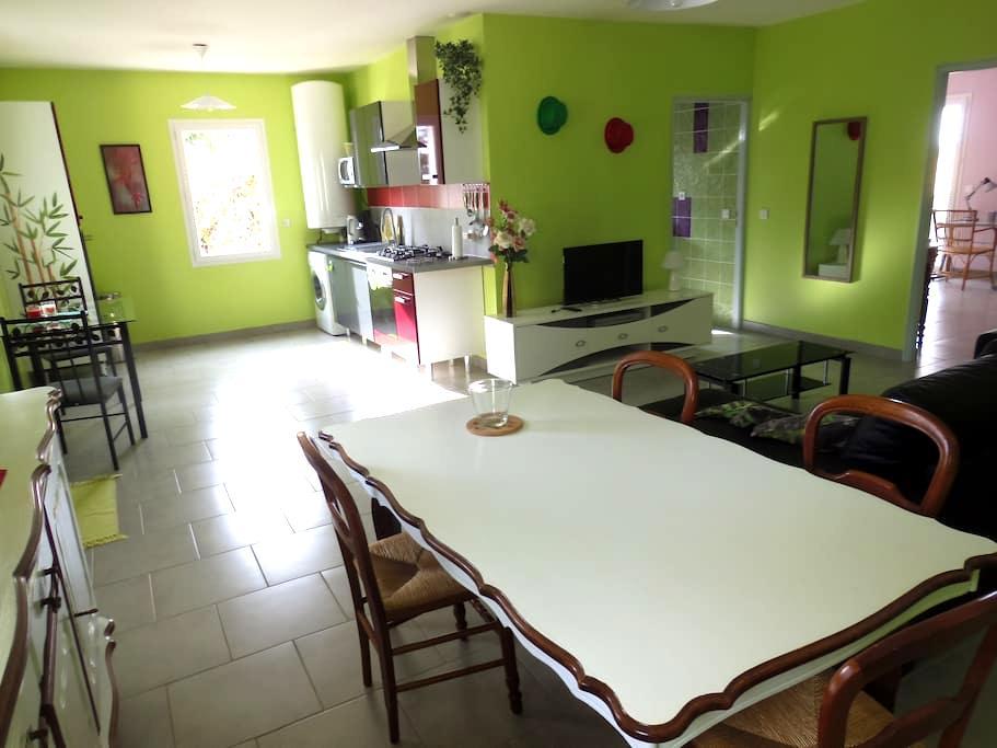 Vaste T2, Piscine chauffée Mai à Sept, Terrasse - Saint-Martin-de-Goyne - Apartamento