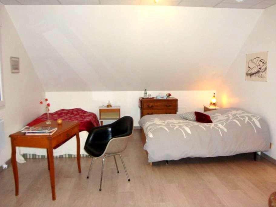 bel espace cosy et spacieux avec SDB contigüe - Seloncourt - Huis