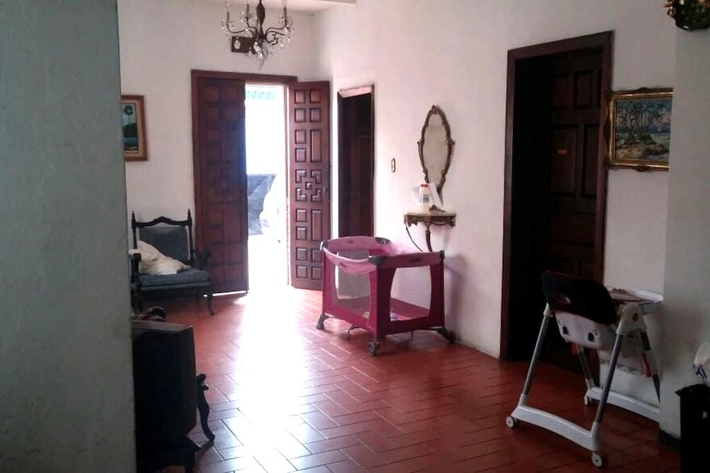 Cozy Room near the Subway/Metro - Caracas - Huis