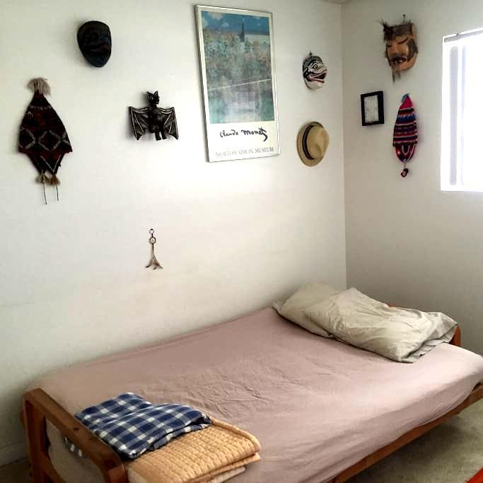 One Extra Bedroom with Closet - Montebello