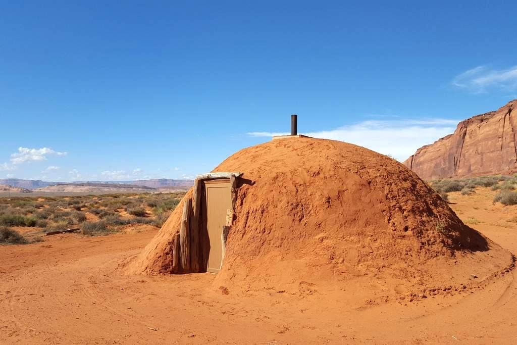 Mother Earth Hogan BnB - Oljato-Monument Valley - Earth House