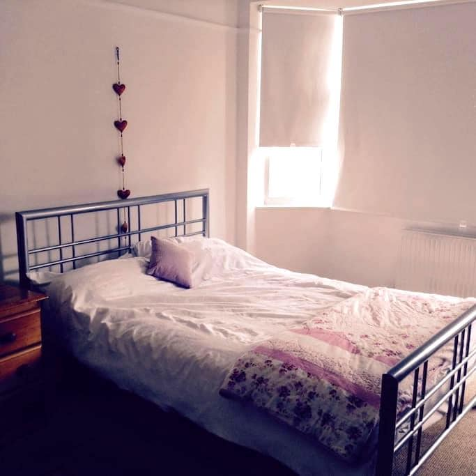 A large double room in Central Bath - Bath - Bed & Breakfast