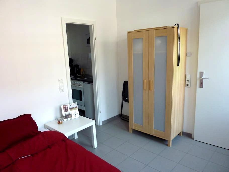 Z.1:Ferien-/Wohnung  m. Küche 15 m² - Übach-Palenberg - Apartment