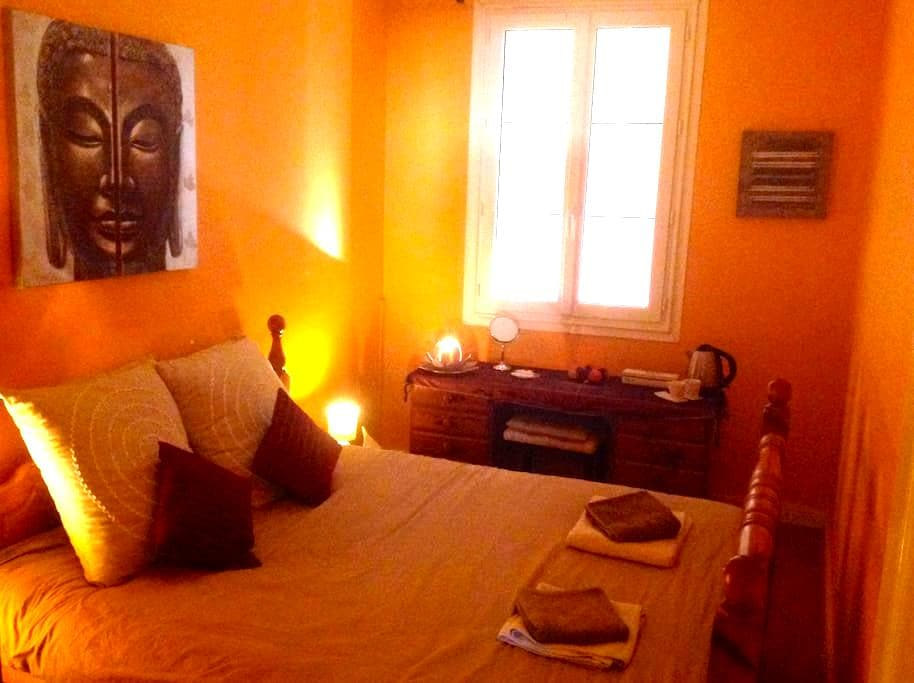 Relaxing town house room - Chef-Boutonne - House