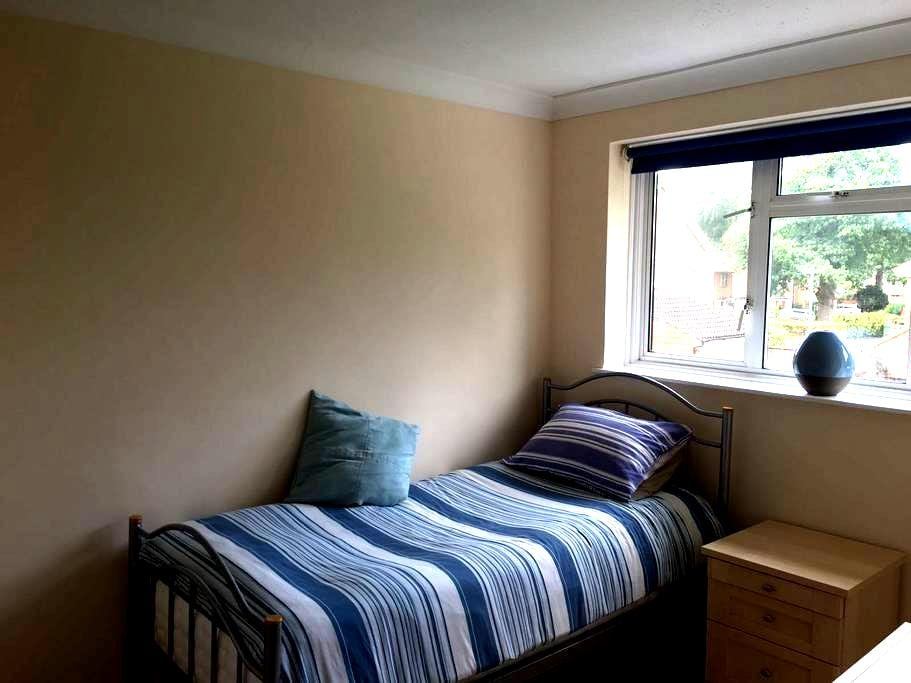 Immaculate Single Room, excellent location - Bracknell - Hus