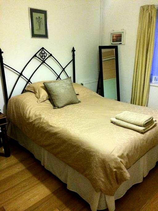 Comfy double room @ The Bungalow - Wallingford - 小平房