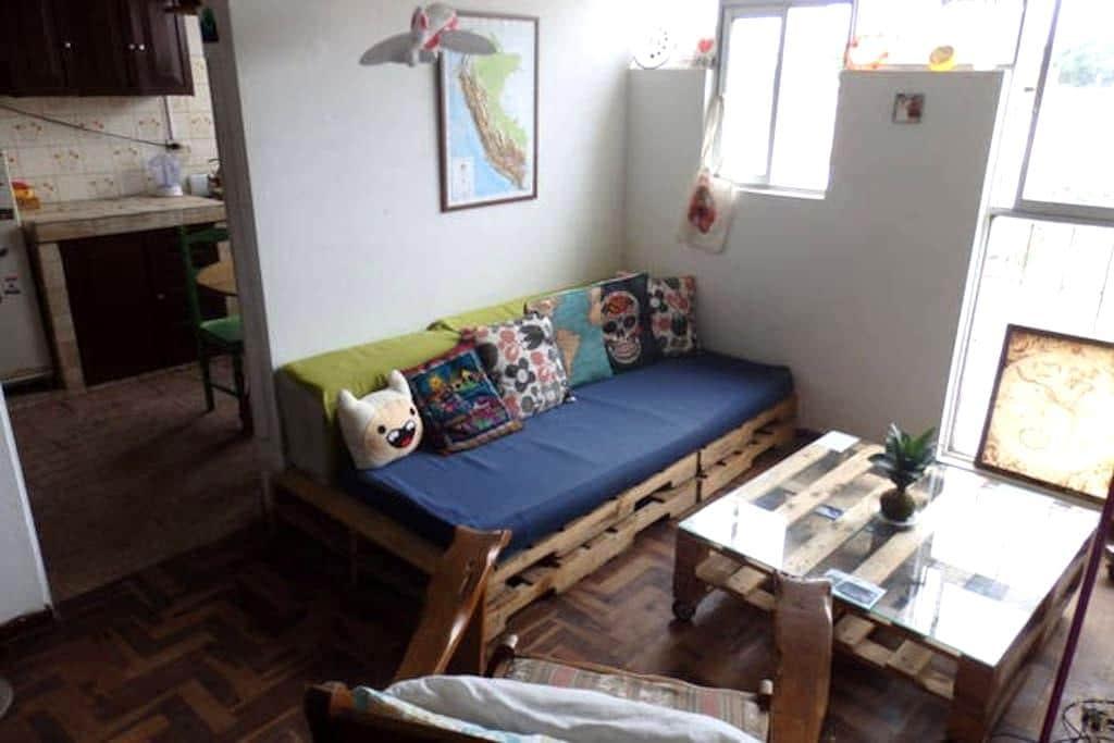 Habitación bohemia en depa compartido en Barranco - Barranco District - Condominium