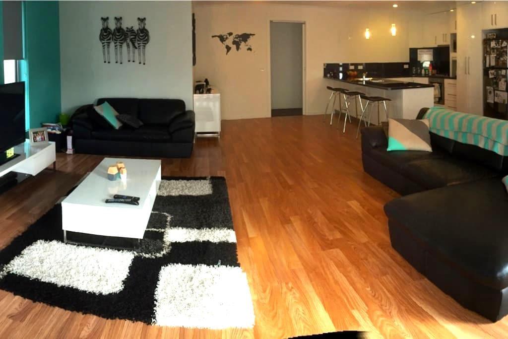 New property in the PERFECT location! - Devonport - บ้าน