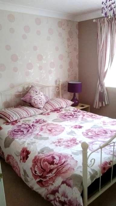 Double - double bed - one - ALSO Single room avail - Frimley