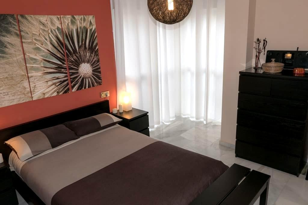 Room with private bathroom in Malaga city center - Málaga - Leilighet