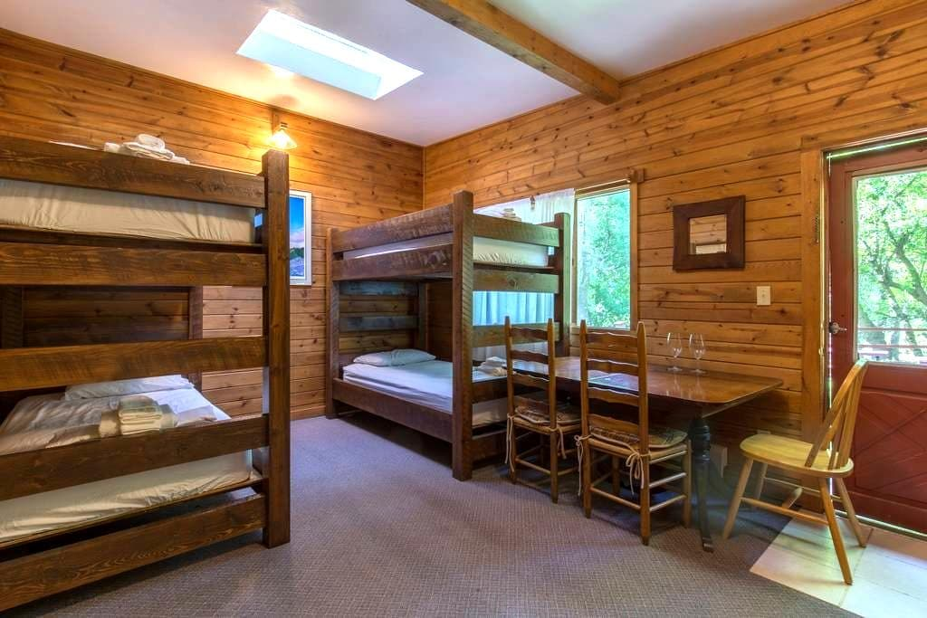 The A-Lodge Boulder Hostel - Bed J - Boulder - Hostel
