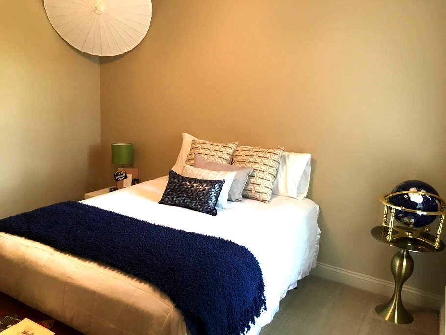 World Traveler's Room - Lafayette
