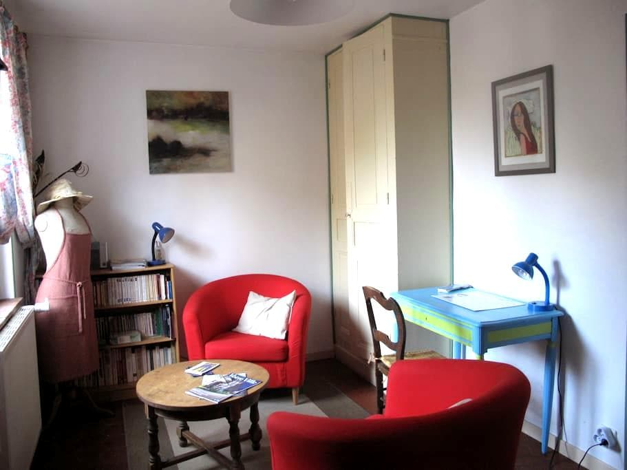 Maisonnette dans jardin familial - Chartres - Casa