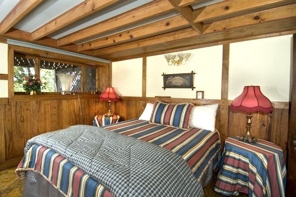 West Oak Room 4; full kitchen; - Bryson City - Bed & Breakfast