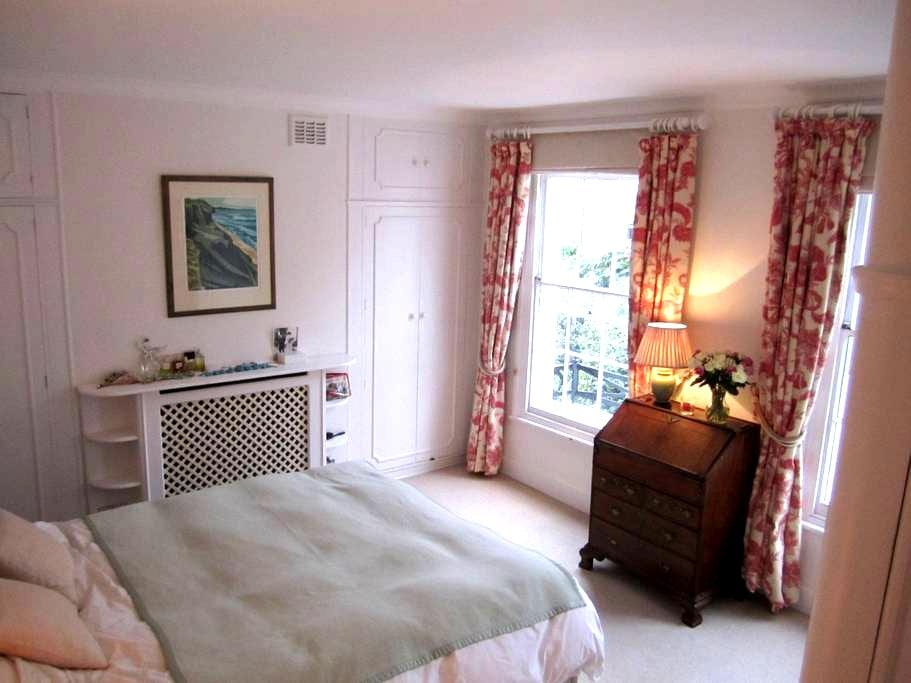 Double bedroom in Kensington home - London - House