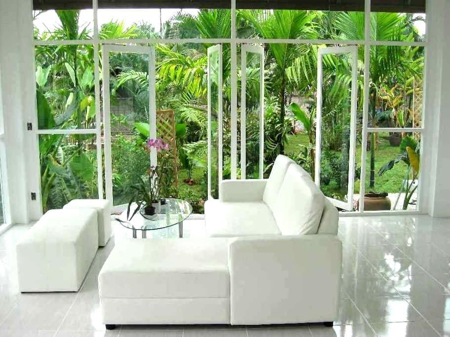 Relaxing Contemporary Hideaway - Mae Rim Tai, Mae Rim - Huis