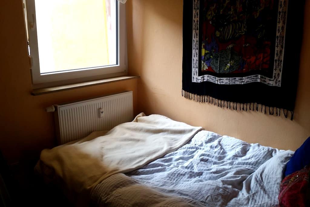 Kleines aber feines Gästezimmer in 3er-wg - Würzburg - Byt