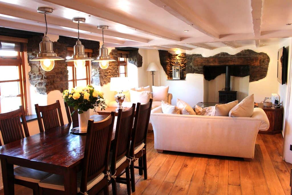 Stylish House in Village Centre Close to Beach - Croyde