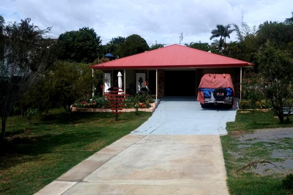 Private Room, Queen bed, Mod. house - Gympie - House