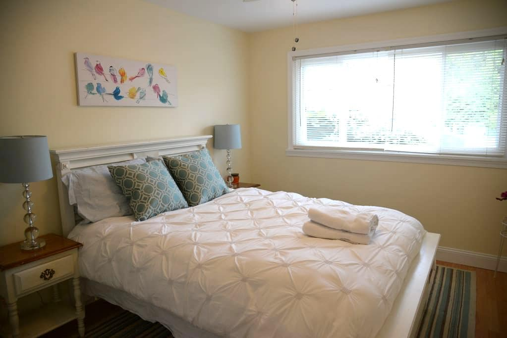 Private Room #2 - Walking Distance to VT! - Blacksburg