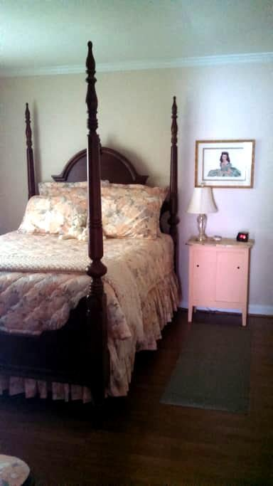 Bedroom w/ Private Bath Close to 485 Ballantyne - Charlotte - Hus