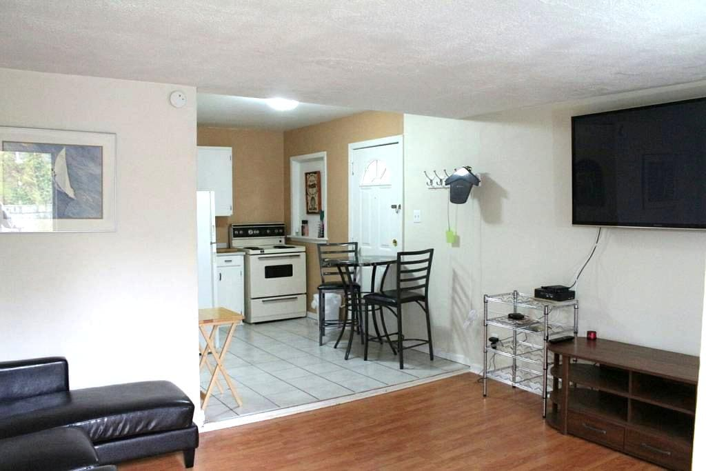 Trendy east side apartment - Windsor - Leilighet