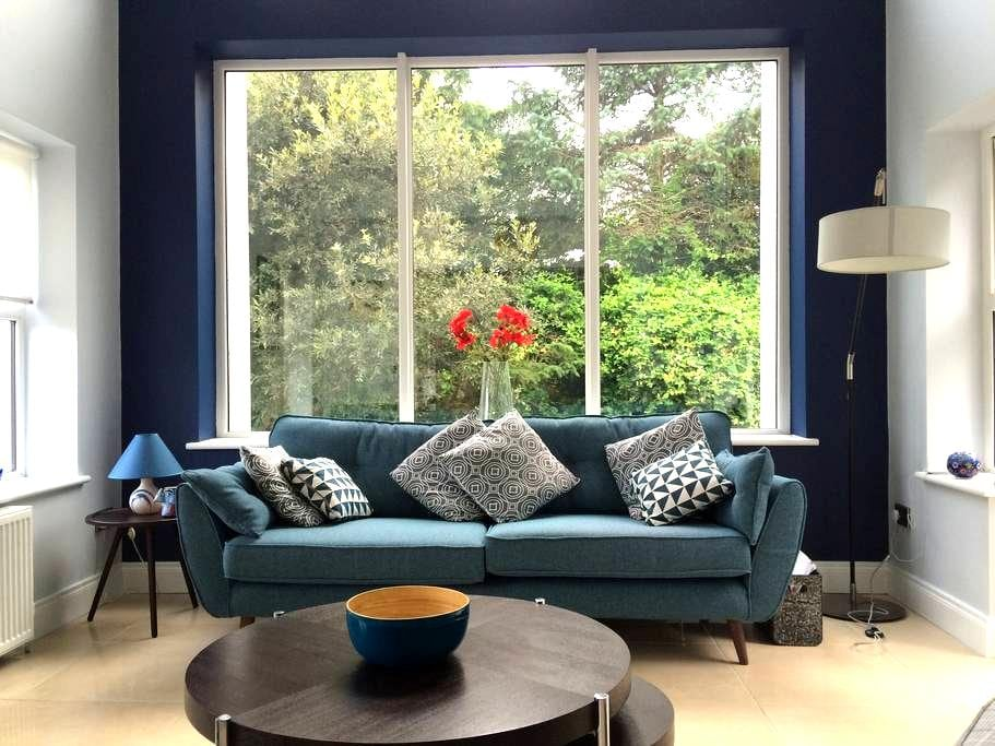 Spacious double room in modern Rosslare home - Rosslare - Hus