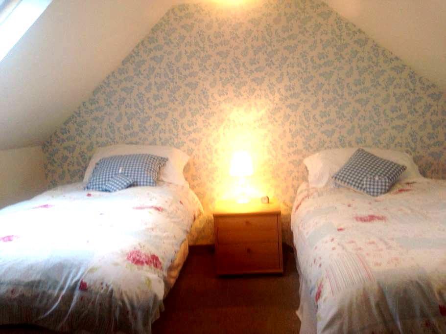 Ensuite twin bedroom in cottage breakfast included - Portree - Oda + Kahvaltı