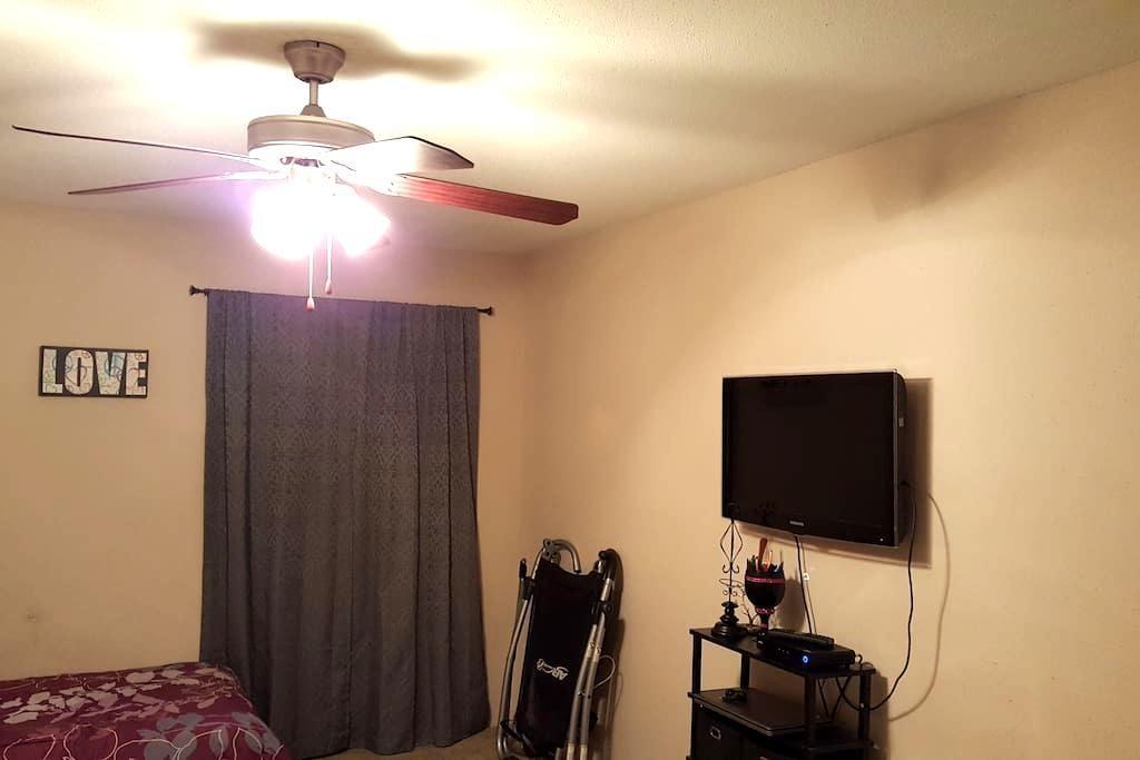 Quiet Room, Great Location - Humble - Lejlighed