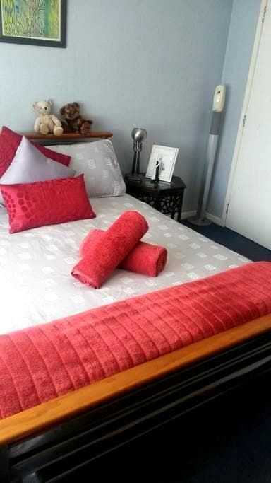 A Home away from Home - Takanini - Bed & Breakfast