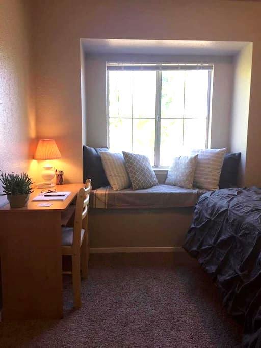 Convenient+Comfortable Housing in heart of Redding - Redding - Apartment
