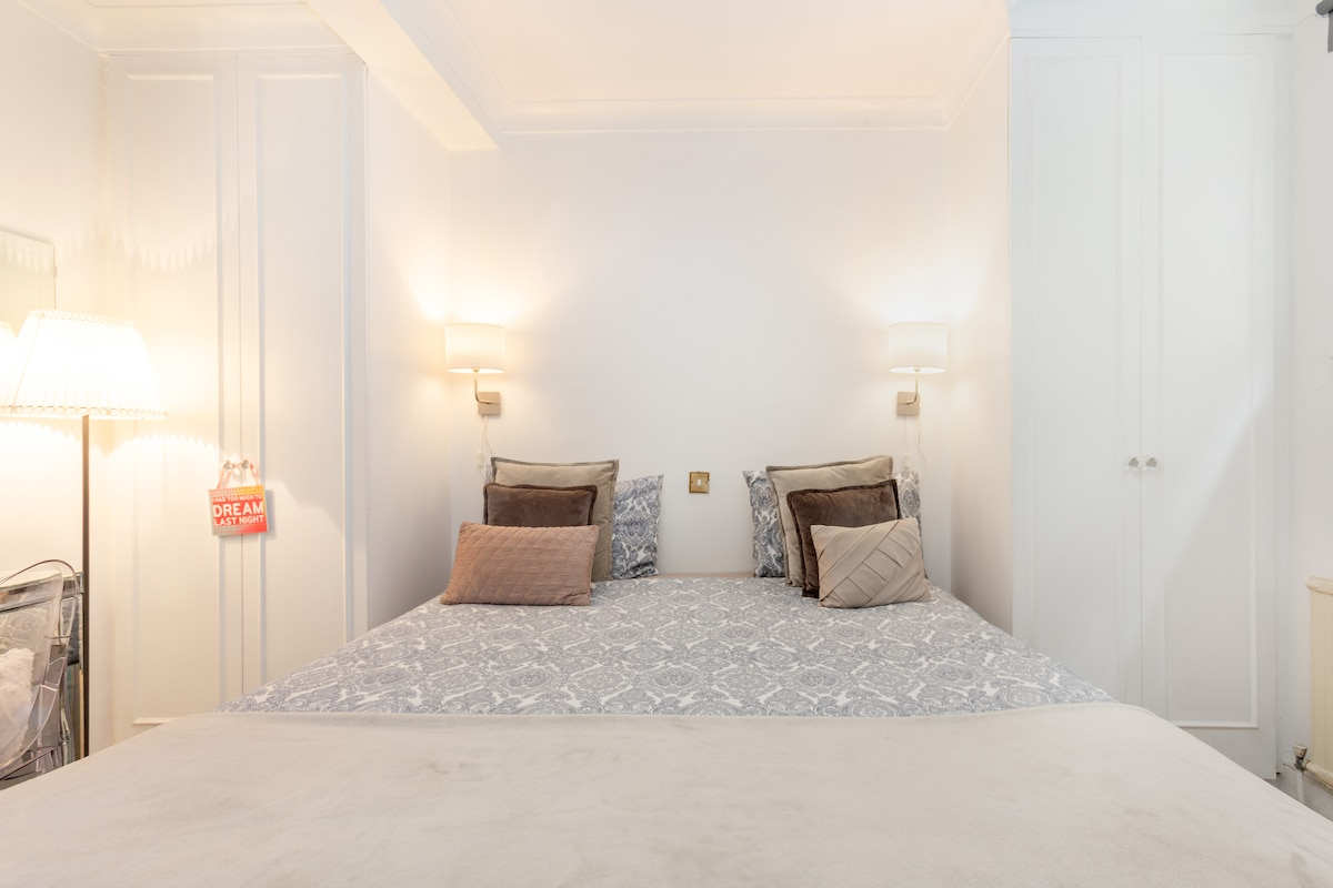 0A CENTRAL LONDON ROOM HARRODS