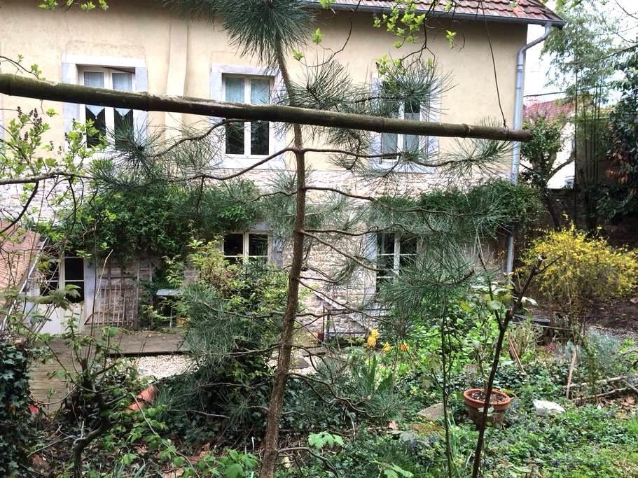 Chambres dans maison de ville , sdb wc privatifs. - Besançon