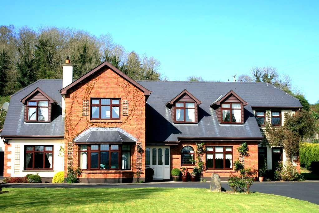 Dunaree B&B, Low Road, Bunratty. - Bunratty - Bed & Breakfast